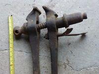 Old leg press vice