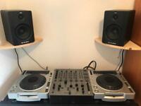 Pioneer CDJ 800 mk2, Pioneer DJM 600, M-Audio monitors