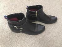 Tommy Hilfiger ladies black boots size 6.