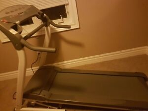 Inclining hardly used awesome treadmill