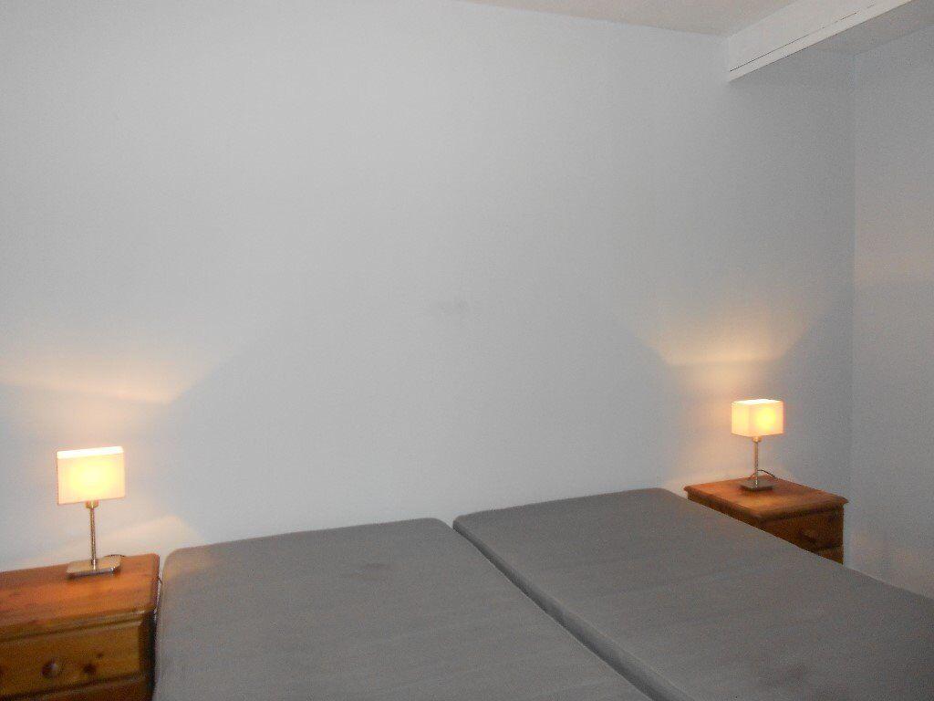 DOUBLE BEDSIT, INGRAVE STREET, BATTERSEA, SW11