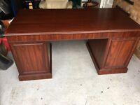 Desk in mahogany