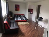 LARGE STUDIO UNIQUE ELEGANT & LUXURY FLATS TW5 9BJ HOUNSLOW 5 MINUTES TO AIRPORT PERFECT LARGE FLAT
