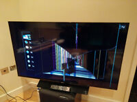 "50"" Samsung LCD UE50H5500AK - cracked screen so spares or repair"