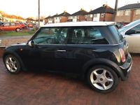 MINI COOPER 1.6 black and white