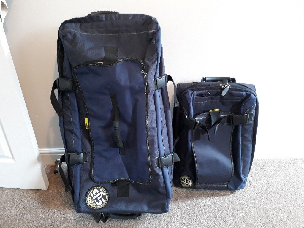 Set of 2 luggage bags