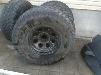 "Pneus 37"" / 37"" tires (negotiable)"