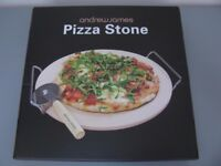 BRAND NEW PIZZA STONE 33CM NEVER USED