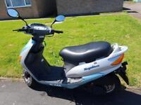 Fantastic bargain sym 125 moped scooter