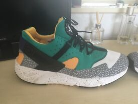 NIKE AIR HUARACHE OG YELLOW GREEN SHOES