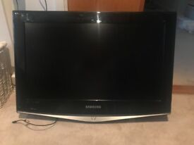 Samsung LCD TV 26 inch with wall mount included