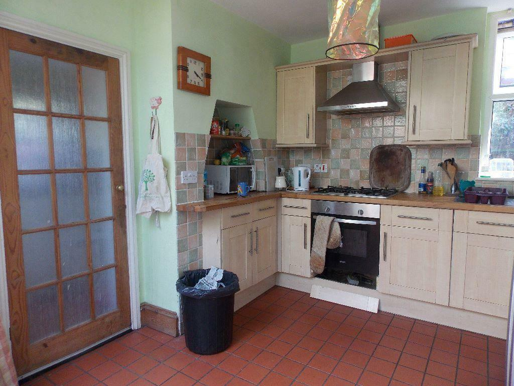 Fantastic semi-detached House with Private Garden!!!!!