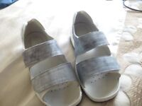 LADIES SIZE 4 ULTRA WIDE 6E FITTING SANDALS FROM SANDPIPER