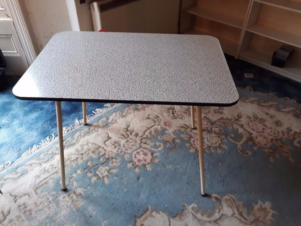 2 vintage tables in good condition