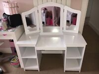 White kid craft dressing table