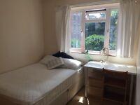 Double room to rent in quiet Isleworth