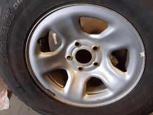 """4 roues 17"""" 5X139.7mm, centre 78mm, largeur 8.5"""". Parfait pour Dodge Ram."""
