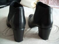 Ladies Chelsea Boot size 5.