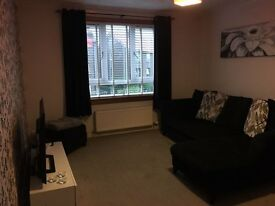 2 bedroom flat for rent 72C Kemnay Gardens - £450 per month.