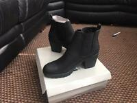 New Chelsea boots size 6