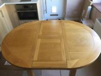 Solid oak 4/6 seat table