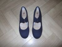 Girls black canvas tap shoes size 2