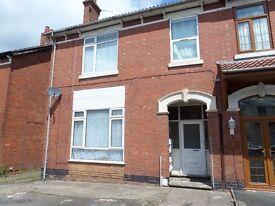 * Spacious One Bedroom Ground Floor Flat Located Just Of Penn Road Wolverhampton
