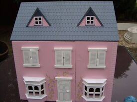 DOLLS HOUSE IN GOOD CONDITION ONLY £20 FOR QUICK SALE