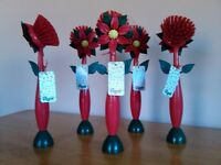 Vigar Quality Flower Pot Brush. Wash up in style. Sold in sets of five.