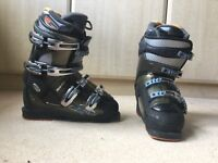 Rossignol size 5 ski boots and boot bag.