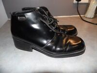 Mens shoes by Base, size 44.