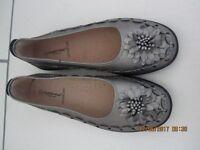 Ladies Cushion-walk shoes