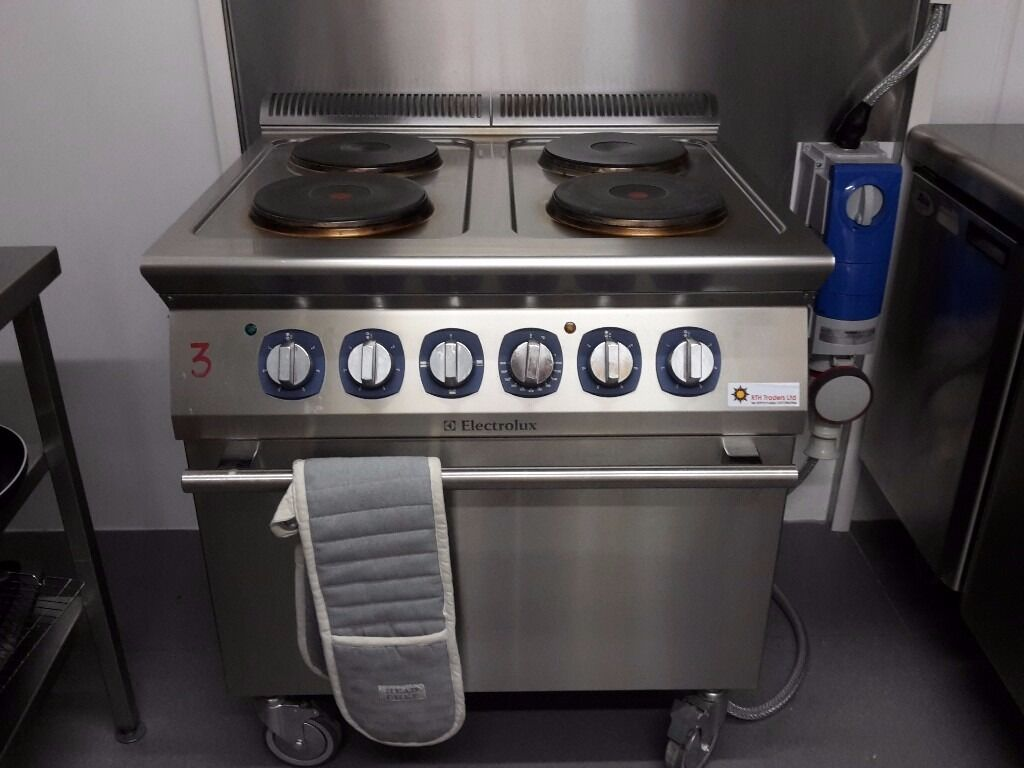 Electrolux electric commercial ovenhobin Sutton in Ashfield, NottinghamshireGumtree - Electrolux commercial cooker. 4 ring electric hob & oven. Requires 3 phase. Dimensions mm 800w 730d 850h Power 2.6kW per plate/ Electric oven 6kW Excellent condition & in perfect working order. Collection only. Reasonable offers considered