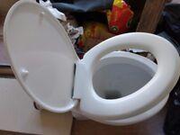 FREE - Toilet + cabinet housing + slow close seat