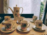 Lot 6 - Vintage coffee / teapot set with 6 cups and saucers