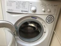 Washing machine - with French plug- very good condition