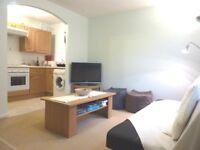 Sunny one double bedroom maisonette, osp, private estate, communal garden, 8 mins Southfields Stn