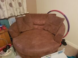 Brown cuddle chair and matching cushions. Very good condition