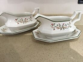 ETERNAL BEAU GRAVY BOAT AND STAND