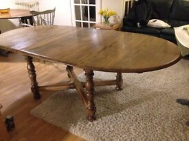 Solid Oak Dining Table. Extends from seating six, to eight people. Good working condition.