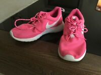 Ladies/girls size 4 pink Roshe runs. Exc cond