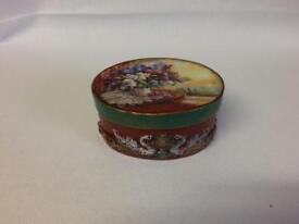 Rounded jewellery box