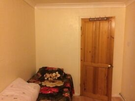 Cosy single room for share