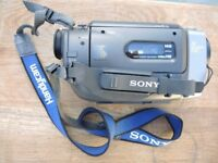 SONY VIDEO CCD-TR3000E + DOCKING STATION + ACCS INCL CHARGER AND LEADS WORKING BUT NEEDS BATTERIES