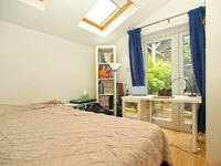 Beautiful 2 bed flat in Shepherds Bush next to Westfields Shopping Center for £430pw available now!