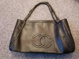 Ladies faux leather holdall/ handbag new