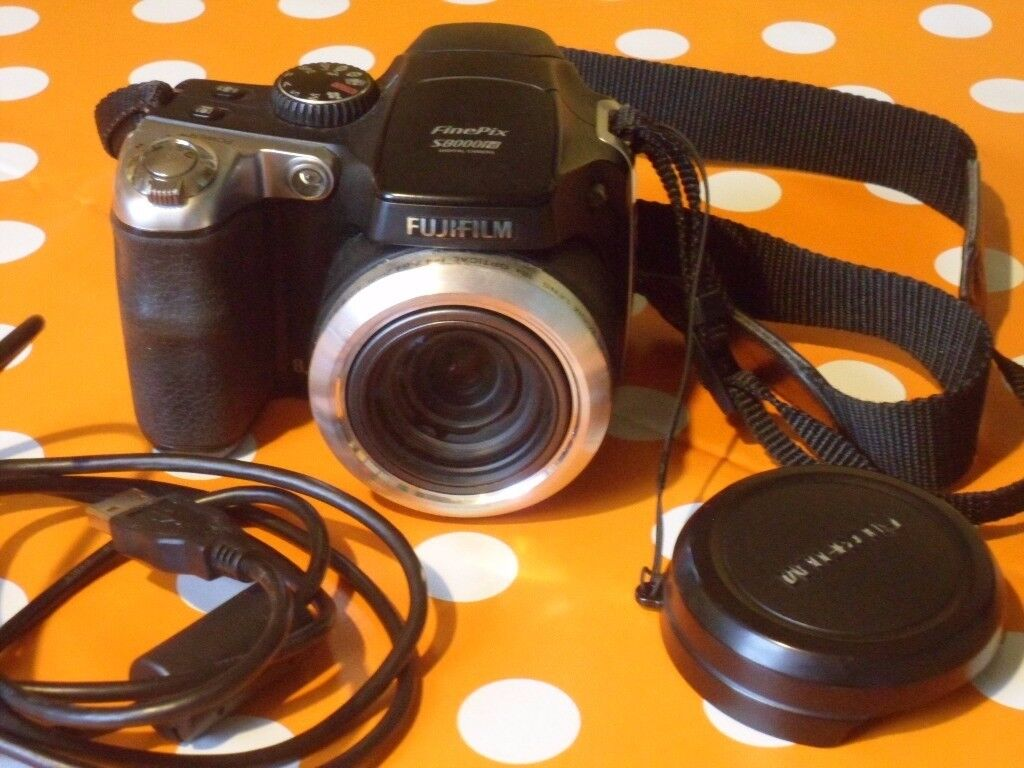 Fujifilm Finepix S8000fd 8MP Digital Camera With 18x Optical Image
