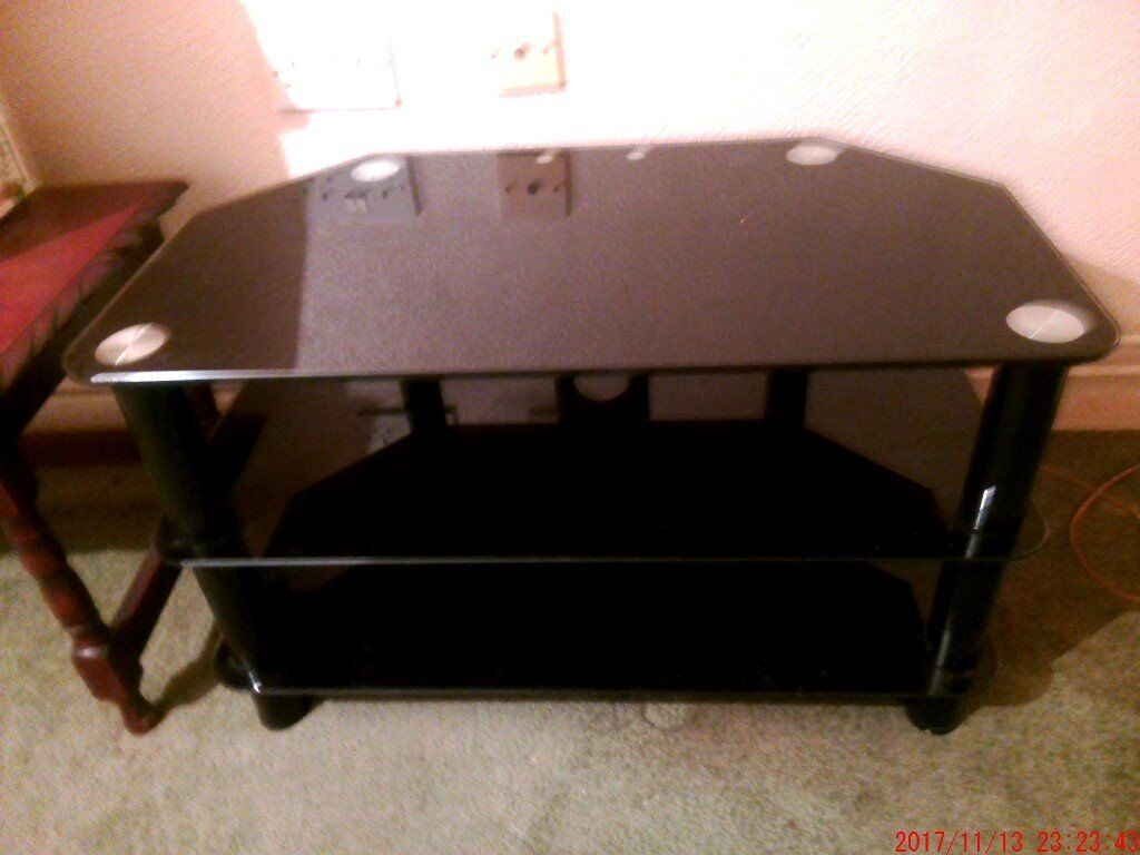 a nice black glass mint con tv stand