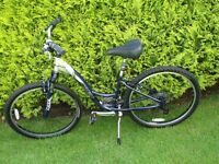 Ladies Bike - Trek Navigator 100 Comfort - silver /blue - Used 4 miles only!