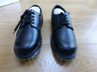 Mens work shoes brand new in box size 9.5